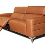 sofa na metalowych nogach