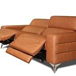 wygodna sofa na metalowych nogach