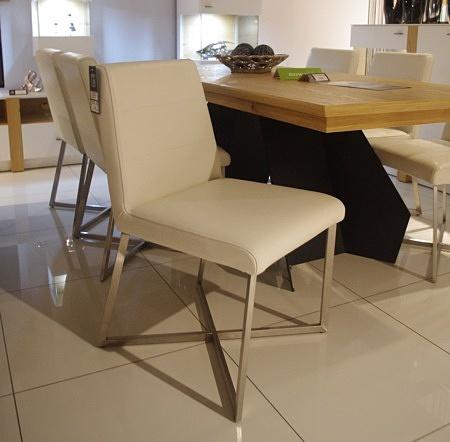 krzesła na nogach X