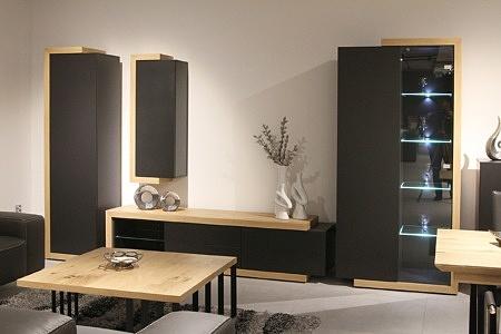 Rodos II - nowoczesny komplet mebli w kolorze szarym do pokoju dziennego, szare fronty lakierowane matowe, korpusy dąb szczotkowany naturalny, podświetlane półki