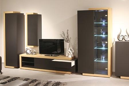 Rodos II - ciemnoszare meble do nowoczesnego salonu z frontami lakierowanymi na szary mat korpusy z naturalnego dębu szczotkowanego podświetlenie półek przeszklone
