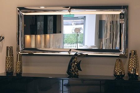 Zeus - designerskie lustro ze srebrną ramą lakierowaną na kolor srebrny na wysoki połysk