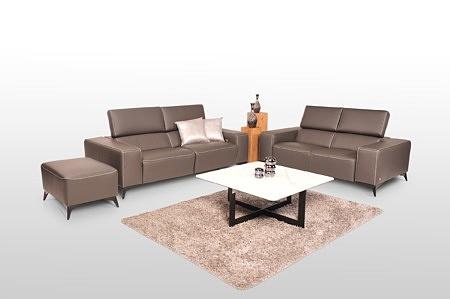 Komplet wypoczynkowy do salonu, skóra naturalna, kolor brązowy - w skład zestawu wchodzą dwie sofy skórzane, kanapa z funkcją relax elektryczny, pufa