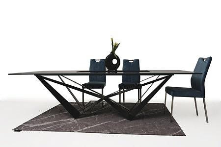 Duży stół z polerowanego spieku z metalowymi nogami01