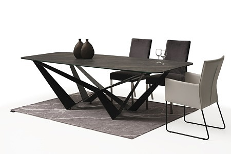 Duży stół z polerowanego spieku z metalowymi nogami06