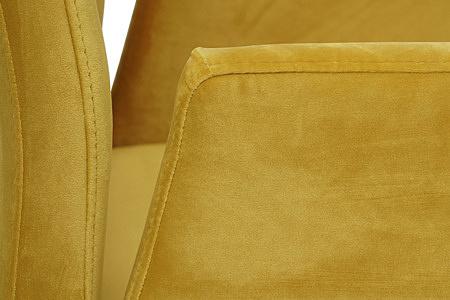 Eleganckie krzesło tapicerowane na metalowych płozach z podłokietnikami