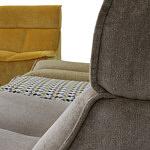 Viva - elegnacja i styl detalu wykonczenia sofy tapicerowanej delikatną tkaniną, miękką i delikatną w dotyku