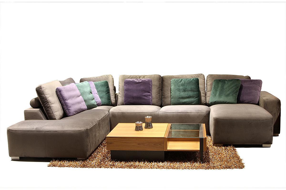 Flavio - aranżacja, inspiracja, elegancki narożnik do salonu, tapicerowany tkanina w kolorze brązowym, z poduszkami fioletowymi i zielonymi, ława drewniana dębowa z częścią blatu przeszkolną