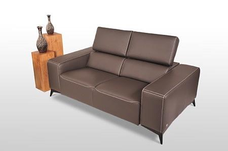 Longo - kanapa skórzana 2-osobowa na wysokich nogach, czarne nóżki satynowane, najlepszy design, nowoczesne wzornictwo