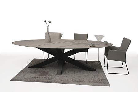 krzesło z metalowymi płozami z podłokietnikami tapicerowane