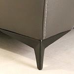 Czarna elegancja nóżka satynowana metalowa
