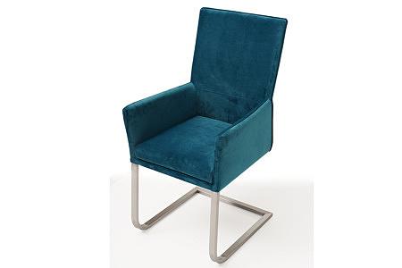 ładne i wygodne krzesło tapicerowane