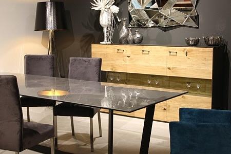 Londyn - przykładowa aranżacja wnętrza nowoczesnego salonu z meblami dębowymi z dębu sękatego