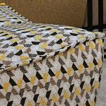 Viva - detal wykonania narożnika tapicerowanego wielokolorową tkaniną z wzorem jodełki