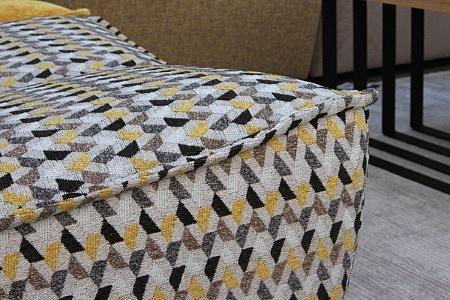 Viva - detal wykonania sofy tapicerowanej tkaniną we wzorze jodełka