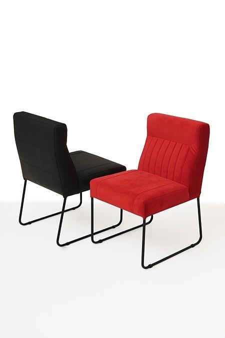 Nowoczesne wygodne krzesło tapicerowane na metalowych płozach 01