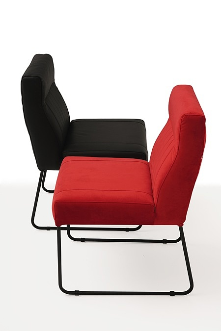 Nowoczesne wygodne krzesło tapicerowane na metalowych płozach 02