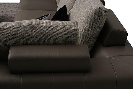 nowoczesny narożnik poduszkowiec na lekkich nóżkach chromowanych tkanina i skóra 03