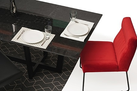 nowoczesny stół z nogami z metalu z polerowanym blatem ze spieku08