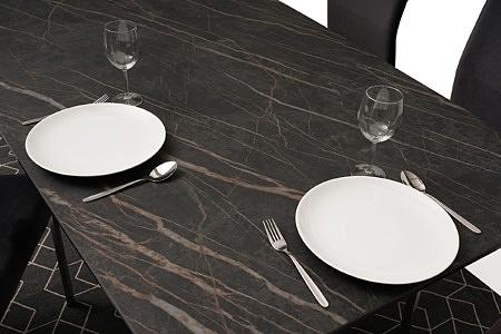 nowoczesny stół z nogami z metalu z polerowanym blatem ze spieku16