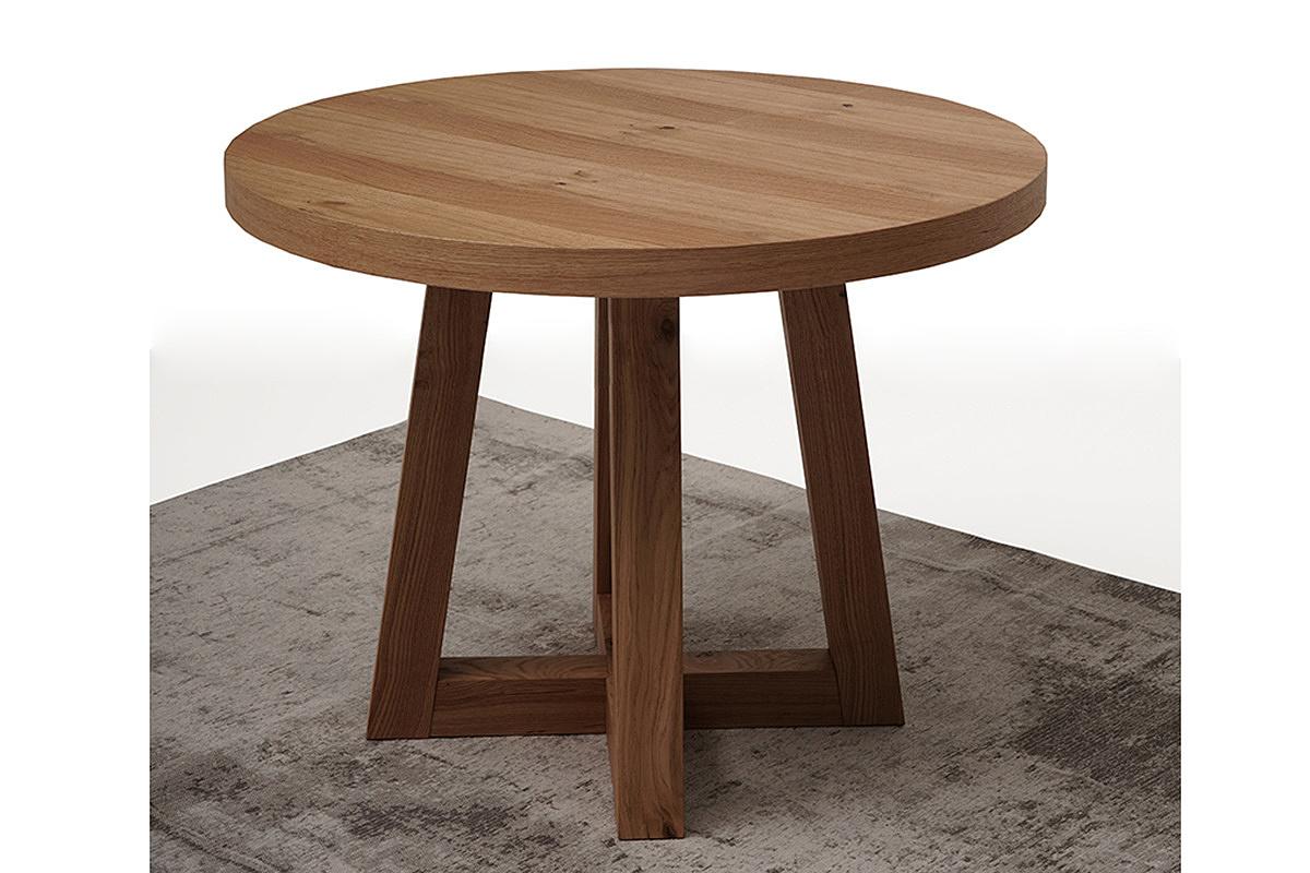okrągły drewniany stół