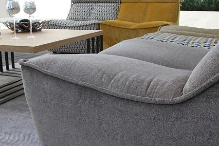 Viva - bok i siedzisko sofy modułowej tapicerowanej tkaniną w kolorze szarym