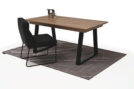 roskładany stół z metalowymi nogami z drewnianym blatem2