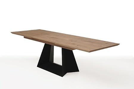 rozciągany stół z drewnianym blatem z metalowymi nogami7