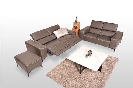 Skórzany komplet wypoczynkowy premium - dwie kanapy + pufa - sofy z relaksem elektrycznym, design włoski Italy, tapicerowanie gruba skóra naturalna