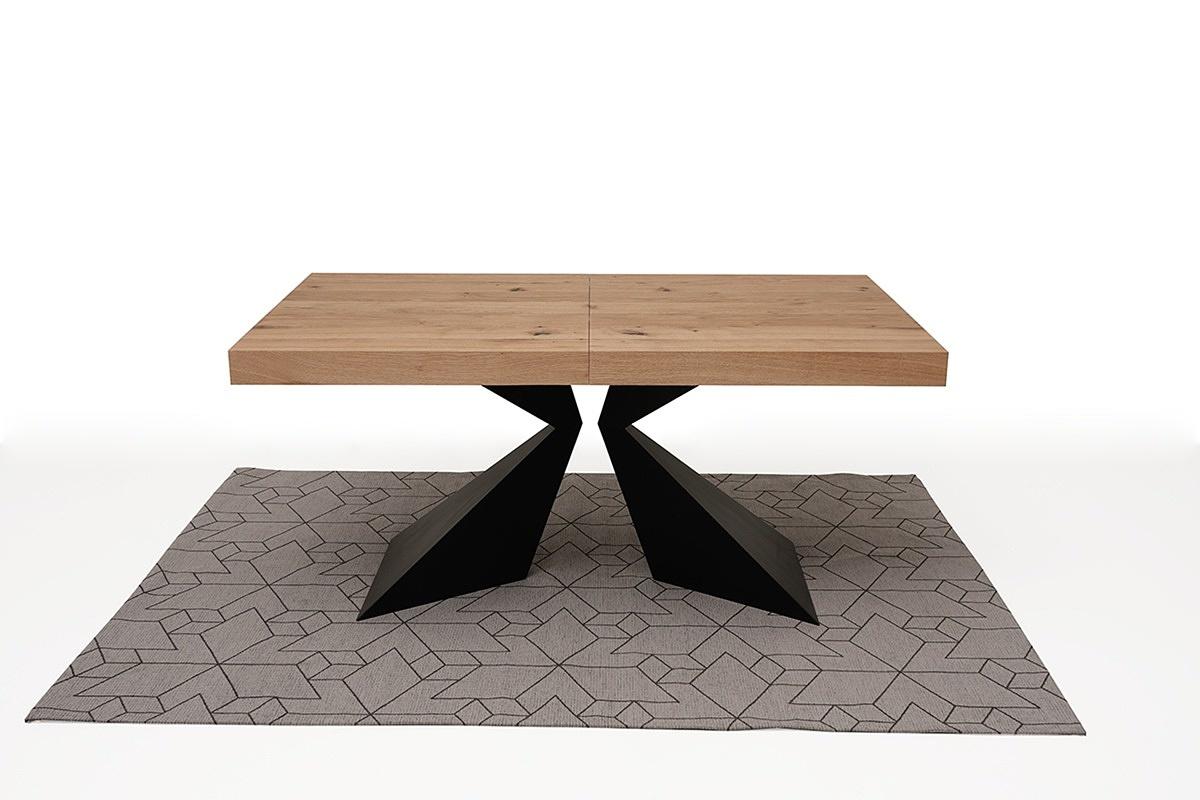 stół z drewnianym blatem metalowe czarne nogi 1