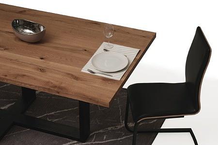 Stół z metalowymi nogami z blatem z drewna02