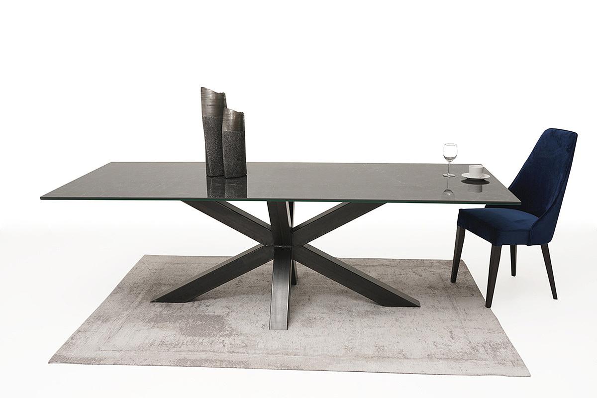 stół ze spieku na dużej metalowej nodze 2