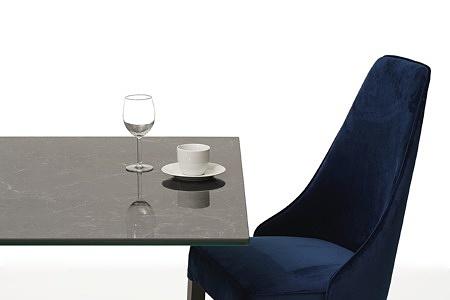 stół ze spieku na dużej metalowej nodze 3