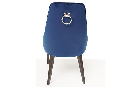 Tapicerowane krzesło z kołatką