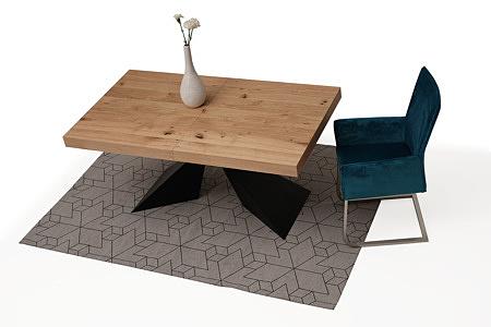 tapicerowane krzesło z metalowymi płozami z podłokietikami