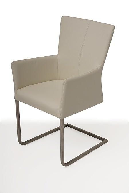 tapicerowane krzesło z metalowymi płozami z podłokietnikami 01