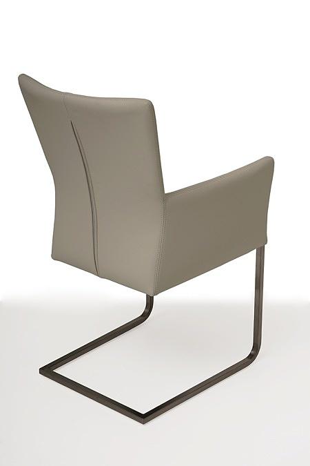 tapicerowane krzesło z metalowymi płozami z podłokietnikami 03
