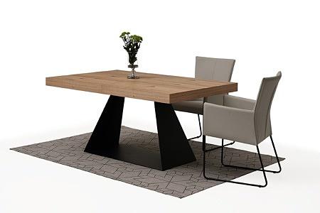 tapicerowane krzesło z metalowymi płozami z podłokietnikami 09