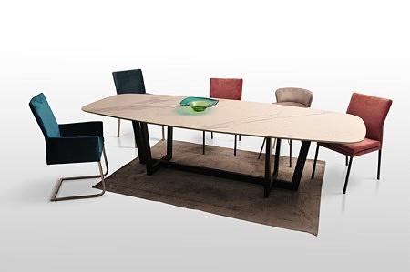 Tcmeble.pl stół na metalowej nodze nowoczesny czarna podstawa laminam spiek kwarcowy wysublimowany