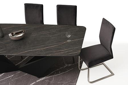 Wygodne i ładne tapicerowane krzesło z metalowymi płozami