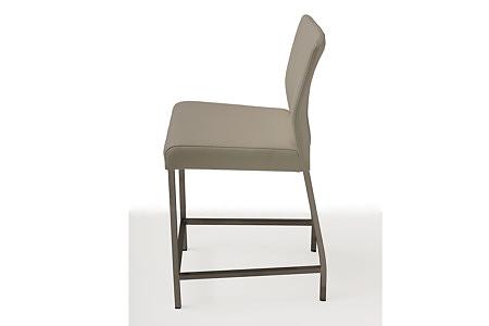 wygodne tapicerowane krzesło barowe