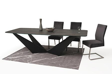 Wygodne tapicerowane krzesło z metalowymi płozami