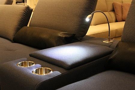 ładna i wygodna sofa