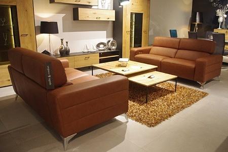 skórzana brązowa sofa