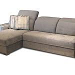 Drift - sofa z wygodnymi, miękkimi oparciami, kolor złoty, tkanina w kolorze złotym, na sofie leżą złote poduszki, białe złoto