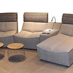 Zestaw moduły mebli wypoczynkowych do nowoczesnego salonu, modułowe fotele tapicerowane, beżowe