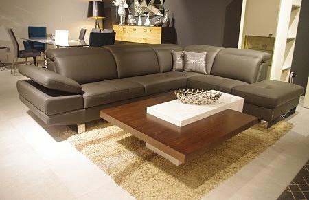 ładna sofa z bokirm podnoszonym