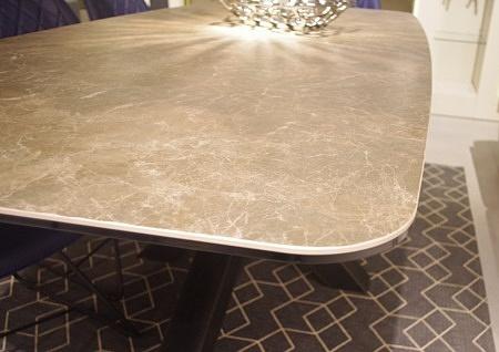 krawędź stołu ze spieku na szkle