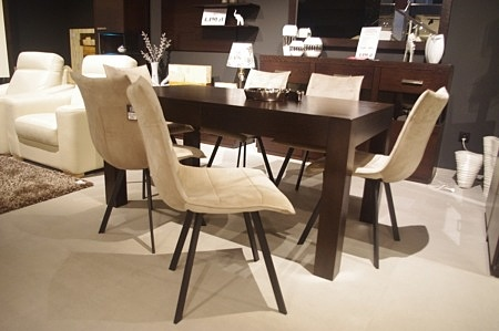 Krzesła dostępne od ręki beżowe