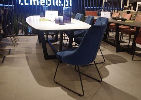 Krzesła pikowane niebieskie nogi czarne